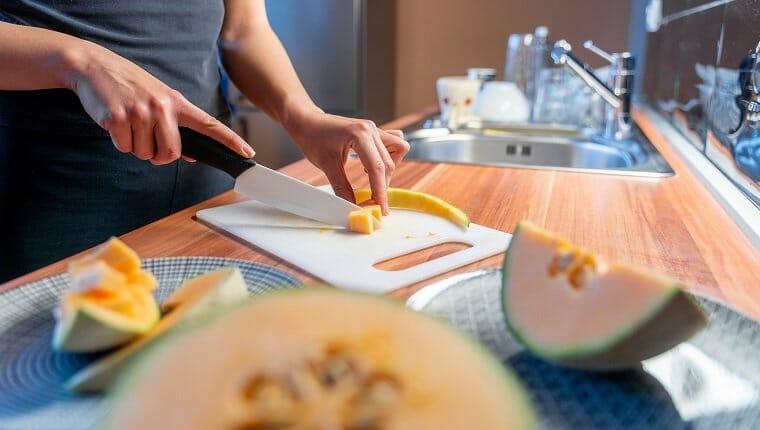 Preparar melón melón en porciones